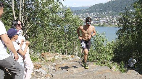 LØP FRA ALLE: Som i fjor løp Rolf Einar Jensen fra alle i Helgelandstrappa Opp 2021. Han klarte ikke å slå tida fra i fjor, og spøker med at alderen har tatt han. Foto: Per Vikan