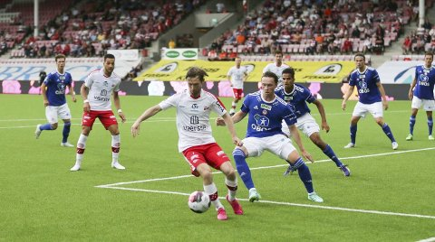 BANENS BESTE: Thomas Drage fikk en åtter på Fredrikstad Blads spillerbørs da FFK vant mot KFUM Oslo. Han la opp første og scoret det andre.  Foto: Harry W Johansson