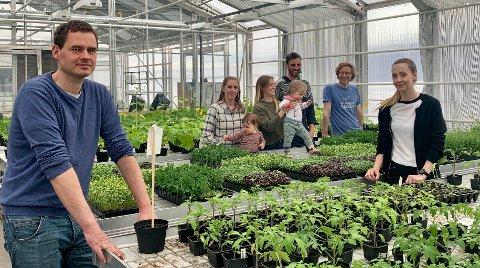 Thomas Weicker, Charlotte Aarrestad, Linnea Saasen, Fernando Izquierdo, Alex Holdrige og Hildegunn Gideonsen har forskjellige firmaer, men samarbeider mye i driften på gartneriet.