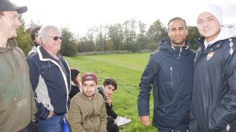 MOT OPPRYKK: Kaptein Kristian Lillebo (til høyre) og toppscorer Saeed Rahim var to av flere SIF-gutter som så Leirsund-AFSK lørdag i håp om å få hjelp i opprykkskampen. Det fikk de ikke, men akter å gjøre den gjenstående jobben på egen hånd. Foto: Jon Wiik.