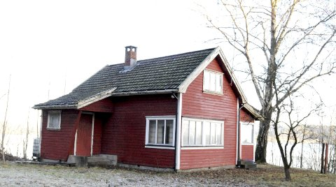 HOVEDHUSET: Eiendommen ligger i nærheten av den gamle jernbanetunnelen ved Smørstein. Alle foto: Lars Ivar Hordnes