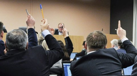 STRIPPESTEMMING: Da kommunestyret onsdag skulle godkjenne alkoholpolitiske retningslinjer for perioden 2020–2022 i Holmestrand, fikk de også et forslag fra Lars Gunnar Lingås (Rødt) om å si nei til skjenkesteder der det er stripping. Flertallet ville ikke ha inn dette som eget punkt i retningslinjene.