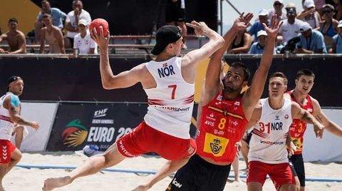 Toppscorer: Christian Daviknes fra Holmestrtand ble Norges toppscorer i åpningskampen mot Spania. Foto: handball.no