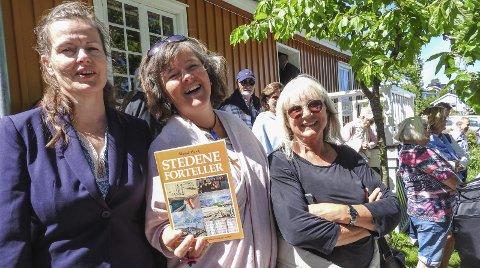 REDAKTØR: Katja Aarflot fra Kultur-kameratene i Kragerø er redaktør for «Stedene forteller». Her sammen med Torill Stokkan fra Fredrikstad og Solfrid Zakariassen fra Åsgårdstrand, som begge har vært med i redaksjonen.