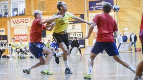 Super-stig: Veteran Stig Gurrich (47) scoret 15 mål da Kragerø slo Stavanger 33–31 i sesongens siste seriekamp. Arkivfoto