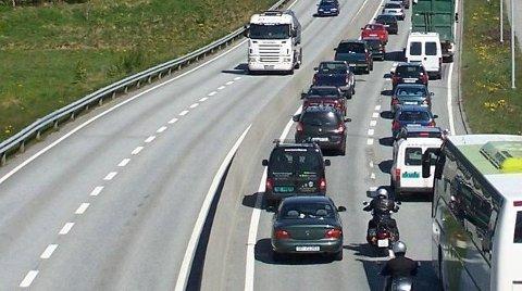 Sommertrafikken på E18 gjennom Kragerø langt høyere i år enn i fjor.
