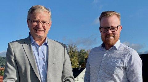 GIR STØTTE: Daglig leder Gisle Dahn og Sparebank1 Stiftelsen har gitt Kongsberg kommune og Håvard Fossbakken, kommunalsjef strategi, omdømme og næring, støtte til en forstudie.
