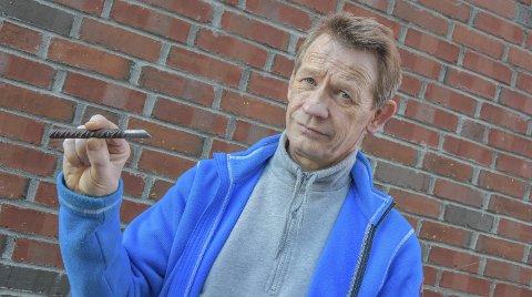 Fare: Kamstålet som sønnen til Ole Ellevog gravde opp etter punkteringen. Bare den blanke biten var synlig over bakken.