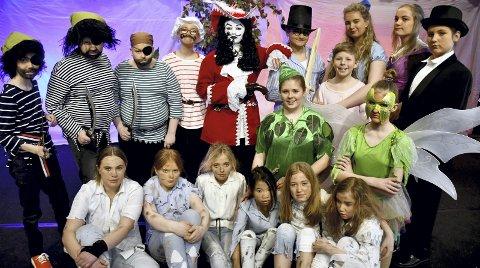 FARGERIKT: En av barnelitteraturens mest fantasirike fortellinger skal spilles av Syllingteateret. De unge skuespillerne er klare til å gi alt i helgens Peter Pan-forestillinger.