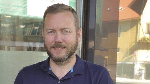 Ny jobb: Christian Krüger Enge forlater Våganavisa i april og jobben som daglig leder og grafiker. Han går til ny jobb som kreativ leder i Aurora Borealis Multimedia i Svolvær.