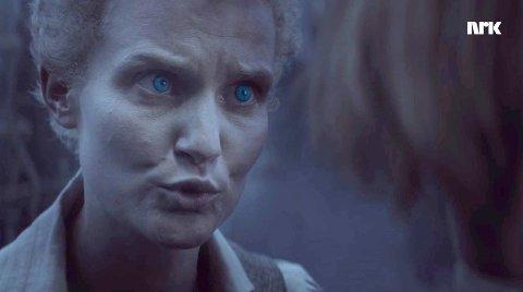 SKUMMEL: Lena J. Kvitvik tjener i den sterkeste vampyrklanen. Den holder til i Troms. Det er skuespillere fra Norge, Tyskland, Nederland, Italia, Belgia og Storbritannia med i serien.