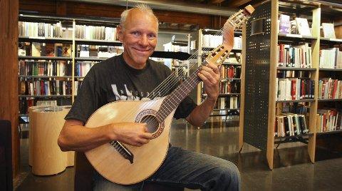MUSIKK OG LITTERATUR: Harald Hougaard hyller Bob Dylan med konsert i Moss bibliotek.