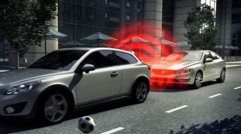 Bilene får stadig mer utstyr som skal redusere risikoen for ulykker.