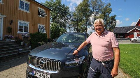 FULL GASS: Volvo-eier Olav Breivik hviler ikke på laurbærene etter tidenes beste år for Bilbutikk 1. I år blir det satt nye salgsrekorder. – Vi ser hele tiden etter nye muligheter og forbedringer, sier Breivik, her fotografert hjemme på Nummestad gård i Hobøl.