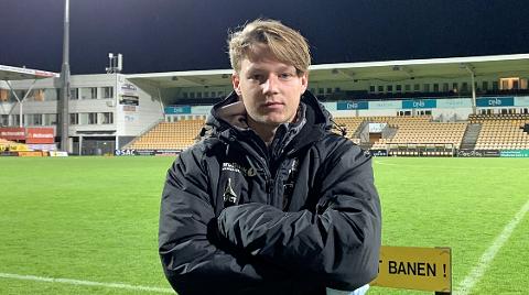 TILS BESTEMANN: August Mikkelsen (20) debuterte fra start mot LSK søndag og viste seg frem fra en fin side.