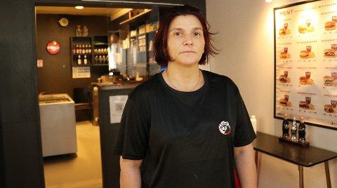 FOR DYRT: Cecilie Lorentzen driver tre burgerrestauranter i Tromsø. Hun mener gebyrene til Foodora spiser av fortjenesten.