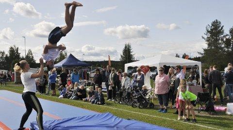 LUFTIG: Turngruppa er vant til høye sprang, og imponerte publikum med sin oppvisning.FOTO: Hans Olav Granheim