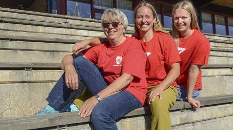 Sammen i politikken: Inger-Lise Kvifte Andresen har inspirert datteren Rannveig og datterdatteren Ronja, ikke minst når det gjelder likestilling. Foto: Kari Kløvstad