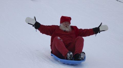 I ensom nissestet: Gunnar Rognflåten var utilnærmelig i nisseaking OL. Mens nissekonkurrentene lå strødd i bakken, suste Kolbotn-nissen over målstreken i suveren stil.