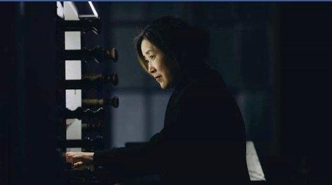 KONSERT: Hijoo Moon fra Tromsø med spiller Orgelsymfoni nr. 1 i serien med musikk av Charles-Marie Widor i Larvik kirke.