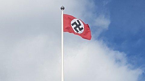 Politiet fjernet flagget.