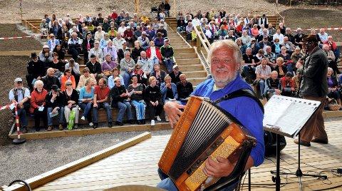 SPILLER OPP: Kjetil Skaslien inviterer tiljubileumskonsert i forbindelse med sin 80-årsdag. Det skjer lørdagen under Finnskogdagene i juli.