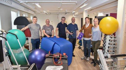 PÅ PLASS: Gjengen hos Elverum Fysioterapi har bak seg en travel flytteperiode. Fra venstre: Kristian Øvergaard, Einar Mellum, Lars Kongssund, Vebjørn Illevold, Elin Bendixen og Grete Bergebakken.