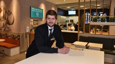 TRENGER FLERE ANSATTE: Restaurantsjef Espen Haugen Dalbak ved McDonald's Elverum.