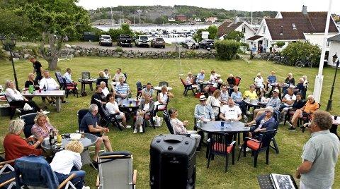 Stemningsfullt: Mer idylliske omgivelser for en konsert finnes knapt. I tillegg var sommerkvelden varm. Foto: Roar Heggelund