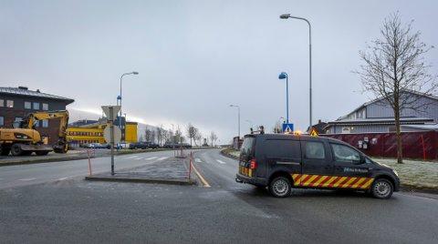 E6 ved Skansen er steng i forbindelse med asfaltering av den nye busslommen.