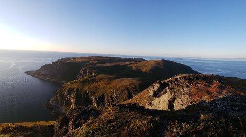 LOPPA: Øya ligger i Vest-Finnmark og byr på et jaktområde på seks kvadratkilometer.