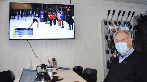 Stadionspeaker og skiskytterentusiast Asgeir Krutå minner om at også de aller beste går på smeller. – Både Johannes T. Tingnes Bøe og Tiril Eckhoff har hatt fem bom på stående i en internasjonal konkurranse, minner Krutå om. Foto: Trond Isaksen