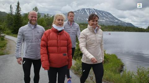 NÅ STÅR DET 3-3: Det norske laget i Landskampen, her med Gaustatoppen i bakgrunnen, begynte bra, og ledet 30 før Sverige utlignet i siste del av programmet.