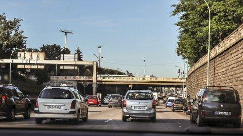 FØLG MED: Det er viktig å følge med på trafikken på motorveier i Frankrike, Spania og Italia. Farten er ofte høy og hyppige skift av felt skjer mye og raskt.begge FOTO: HANS OLAV NYBORG