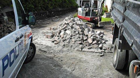 TILBAKE: Omreisende steinleggere er igjen tilbake på Romerike advarer Politiet og Skatteetaten. FOTO: SKATTEETATEN