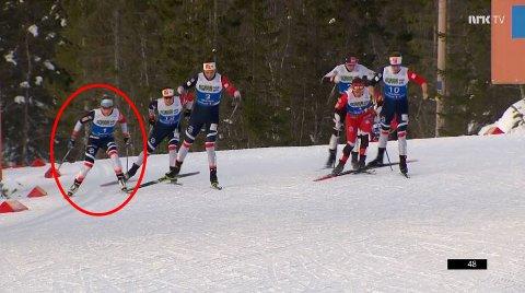 MENER DETTE ER BEVISET: Dette bildet fra NM-sprinten i januar viser det Nettavisens langrennseksert mener er Maiken Caspersen Falla (innringet) sin svakhet. SKJERMDUMP: NRK