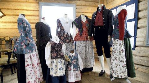 GAMLE DRAKTER: Røyken Husflidslag er nå på utkikk etter gamle klær og drakter for å registrere tradisjoner og kleskultur før 1900 i både Røyken og Hurum. Foto: Privat