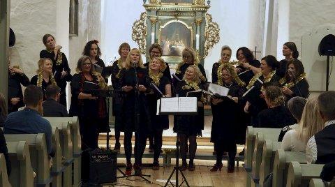 Vakre toner: Damene skapte julemagi i kirken. alle FOTO: SVEIN-IVAR PEDERSEN