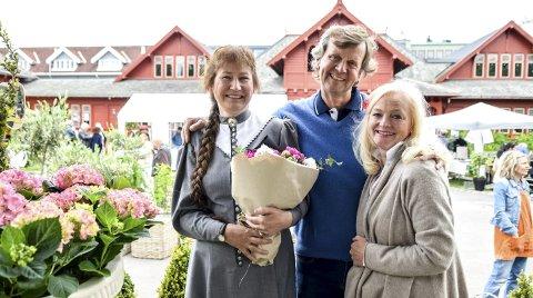 Smørblide: Cotton Garden-ekspert Helen Fredholm (t.v.) sammen med arrangørene av Sandefjord Hagefestival, Geir og Marit Jørgensen.Alle foto: Flemming H. Tveitan