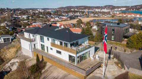 Det tok bare tre dager før denne funkisvillaen på Lofterød ble solgt over prisantydning.