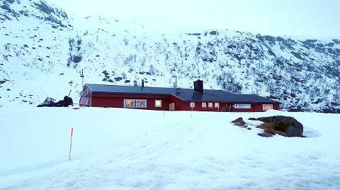 PÅ PLASS: Da er infosentralen til Rogaland Røde Kors Hjelpekorps i Hunnedalen åpnet.