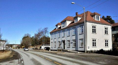 FOR RETTEN: Striden om leilighetene i førsteetasjen av det gamle kommunelokalet i Stasjonsbyen, kommer opp for Sarpsborg tingrett i begynnelsen av september.