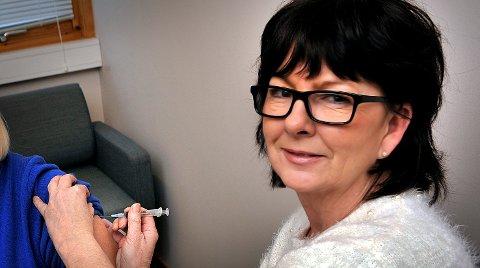 GLAD: Prosjektleder Renate Rosen Skinne er svært glad for at elevene i den videregående skolen i Østfold nå tilbys gratis vaksinasjon mot hjernehinnebetennelse.
