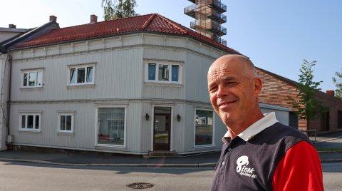 LEDER BEDRIFTEN: Inge Bjerk er daglig leder i Enøk Systemer, som har holdt til i St. Marie gate 20 siden 2009.