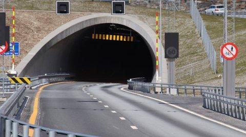 LIKE INNENFOR: Bare noen få hundre meter fra utkjørselen av Hundvågtunnelen, la den utenlandske bilføreren seg til å sove.