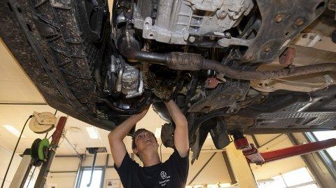 DRØM: Jeg har bestandig likt å skru, og helt fra barneskolen har det vært en drøm å bli bilmekaniker, sier Glenn André Schau Olsen.