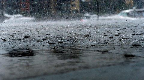 VÅTT: Skal du ut denne uken? Da råder Meteorologen deg til å ta med regntøy eller paraply.