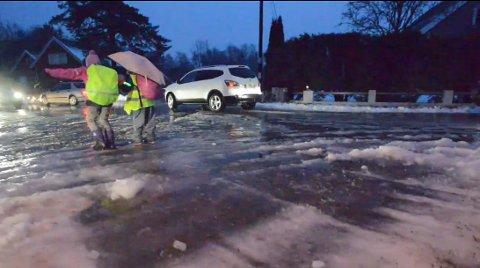OBS: Meteorologisk institutt har sendt ut farevarsel der de advarer mot vanskelige kjøreforhold.