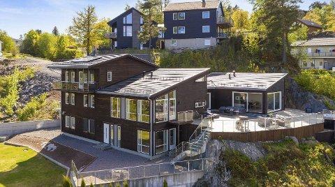 «Helt rått»: Det sier eiendomsmegler Maia Hågensen Jensen om huset hun fikk i oppdrag å selge. Det er gründer John Gunnar Haugenes som eier herligheten i Bakkevei med noen og tjue rom, tre bad og jacuzy for seks. I dag ble eiendommen solgt.