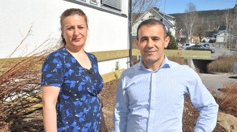 VENTET LENGE: Rebin Akram og kona Siver Omar var tirsdag på ny omvisning i lokalet nederst i Stasjonsveien der de skal drive restaurant.